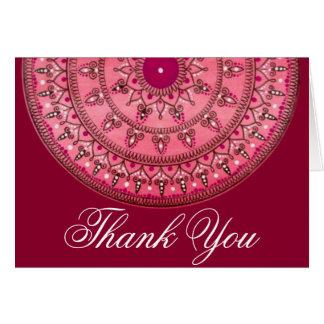 La mandala roja bonita dibujada mano le agradece tarjeta de felicitación