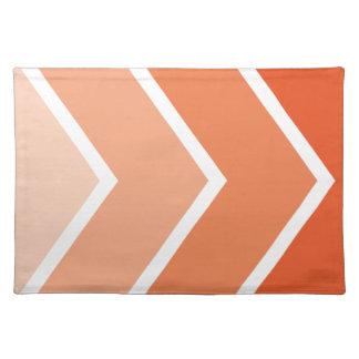 La mandarina Ombré anaranjado Chevron raya el mode Mantel Individual