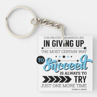 La manera de tener éxito cita de motivación de la llavero cuadrado acrílico a doble cara