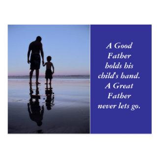 La mano de un padre postal