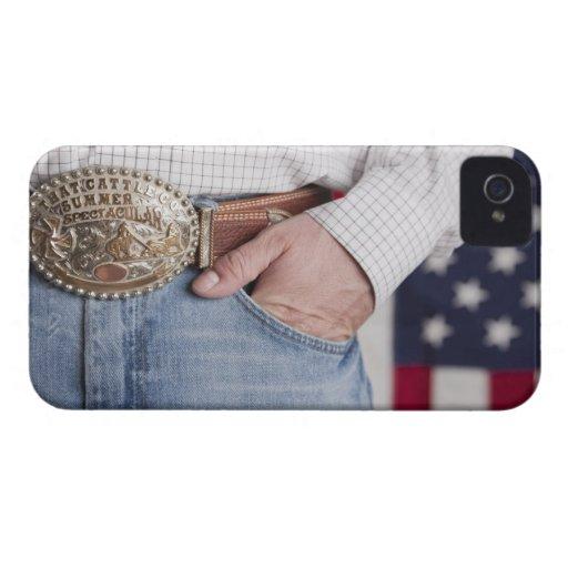 La mano del hombre en el bolsillo de sus vaqueros iPhone 4 Case-Mate cárcasas
