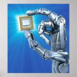 La mano del robot con la CPU Posters