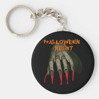 La mano espeluznante hallowen noche llaveros