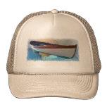 La mano hizo el gorra del barco a mano