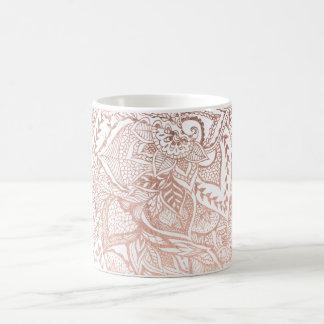 La mano moderna dibujada subió la mandala floral taza de café