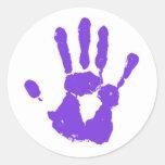 La mano púrpura pegatina redonda