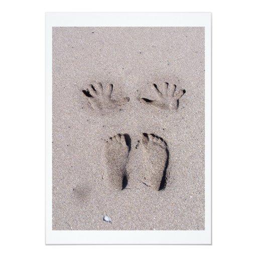 """La mano y los pies imprime en arena de la playa de invitación 5"""" x 7"""""""