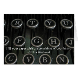 La máquina de escribir antigua cierra la tarjeta