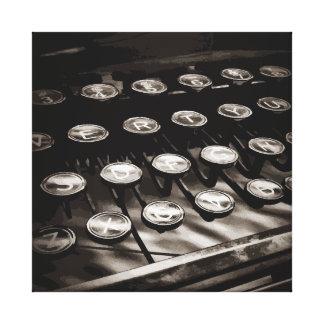 La máquina de escribir antigua vieja cierra blanco impresiones de lienzo