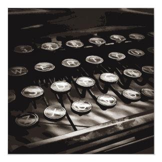 """La máquina de escribir antigua vieja cierra blanco invitación 5.25"""" x 5.25"""""""