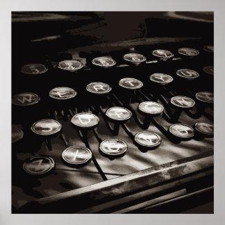 La máquina de escribir antigua vieja cierra blanco póster