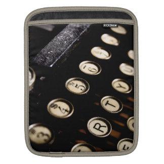 La máquina de escribir del vintage cierra la manga fundas para iPads
