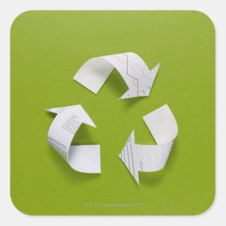 La marca de reciclaje hecha de los datos del papel calcomanías cuadradass