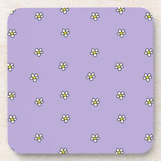La margarita florece el modelo púrpura posavasos