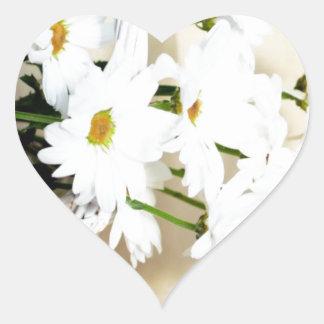 La margarita florece las flores y cesta de mimbre calcomanía corazón personalizadas
