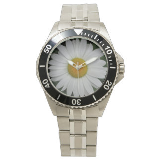 La margarita puede cierre de la reina reloj de mano