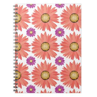 La margarita púrpura rosada de Gerber florece el e Libreta Espiral