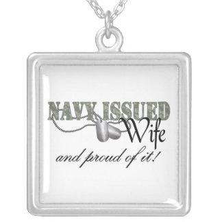 La marina de guerra publicó a la esposa colgante cuadrado