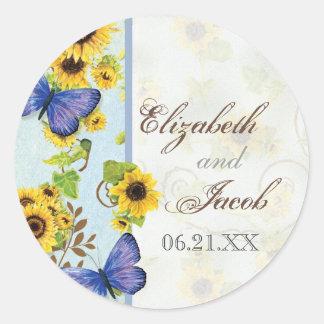 La mariposa azul del marco floral del remolino del pegatina redonda