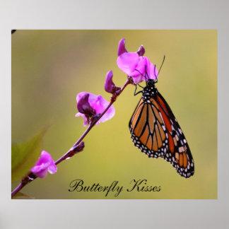 La mariposa besa el poster