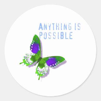 La mariposa cualquier cosa es posible pegatina redonda