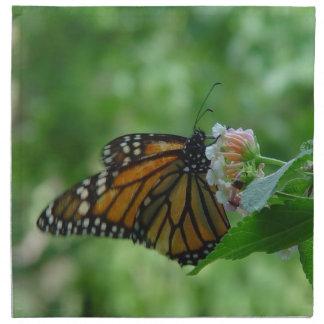 La mariposa de monarca en servilletas del paño de