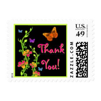 La mariposa de neón rosada, verde floral le sellos