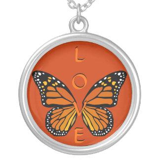 La mariposa del collar del amor se va volando la j