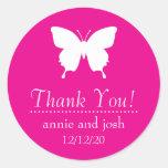 La mariposa le agradece las etiquetas (el rosa etiqueta redonda