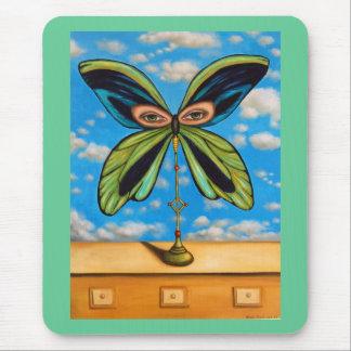 La mariposa más grande mouse pads