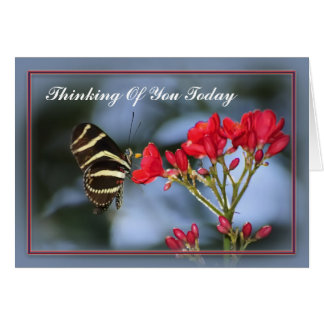 La mariposa que piensa en usted carda tarjeta de felicitación