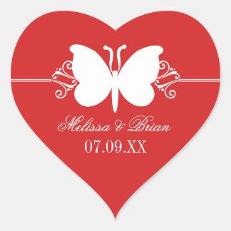 La mariposa rojo oscuro remolina los pegatinas del pegatina en forma de corazón