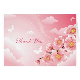 La mariposa rosada de las flores de cerezo le agra tarjeta pequeña