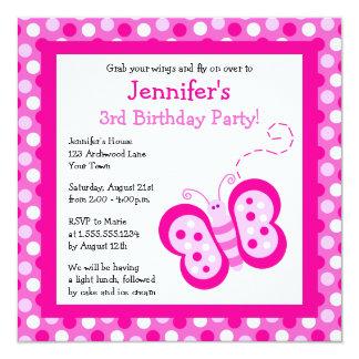 """La mariposa rosada linda con cumpleaños de los invitación 5.25"""" x 5.25"""""""