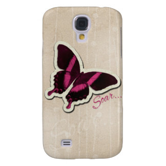 La mariposa rosada se eleva en fondo beige