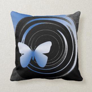 La mariposa sombrea la almohada de tiro de Mojo de