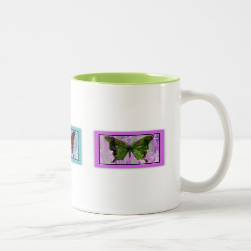 La mariposa soña la taza de café llena del abrigo