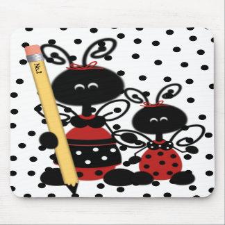 La mariquita del profesor con el cojín de ratón de tapetes de ratones