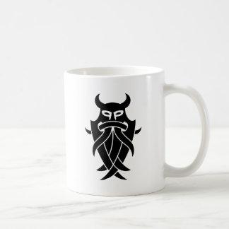 La máscara de Odin tribal (negro) Tazas