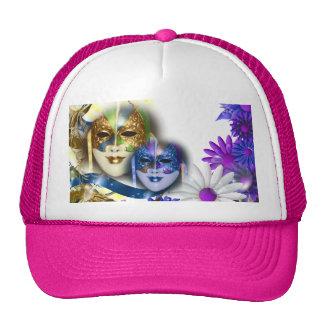 La mascarada enmascara a chicas que el nombre gorras