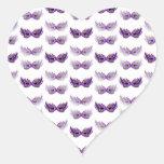La mascarada púrpura bonita enmascara carnaval pegatina en forma de corazón