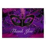 La mascarada rosada y púrpura de la máscara le felicitación