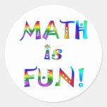La matemáticas es diversión pegatina redonda