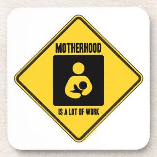 La maternidad es mucho trabajo la señal de peligr posavaso