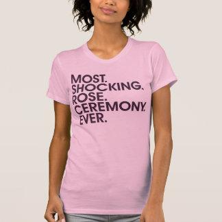 La mayoría. Choque. Color de rosa. Ceremonia. Playera
