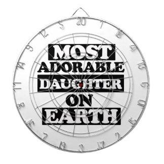 La mayoría de la hija adorable tabla dardos
