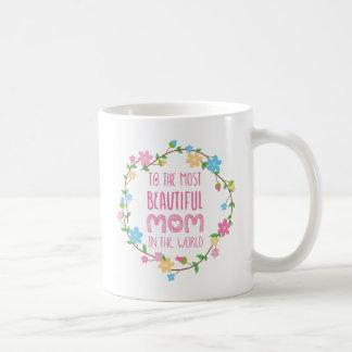 La mayoría de la mamá hermosa en el rosa del mundo taza básica blanca