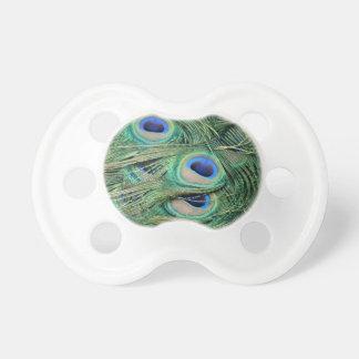 La mayoría del pavo real hermoso empluma ojos chupete