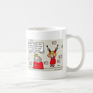 la mazmorra de la reina del rey aprieta la masa taza de café