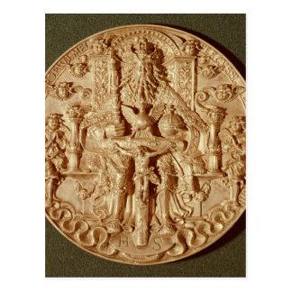 La medalla de la trinidad, modificó la versión de postal